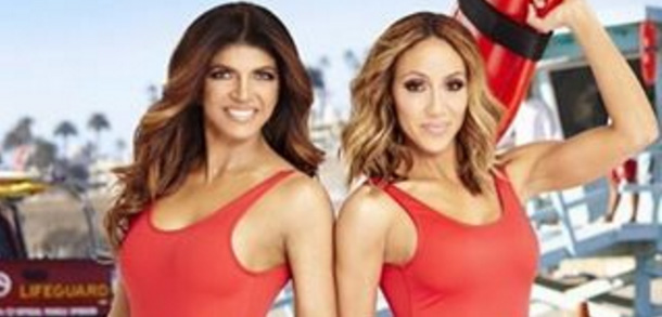 Teresa-Giudice-and-Melissa-Gorga-posing-as-girls-from-Baywatch