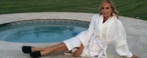 sonja-morgan-by-the-pool